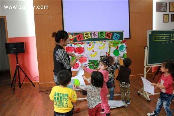 (3)油画棒,苹果,香蕉,桔子范画及水果轮廓图,师幼各人手一份.