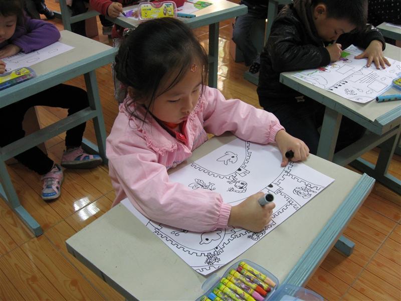 幼儿园举行 祖国美 家乡美 现场主题绘画比赛