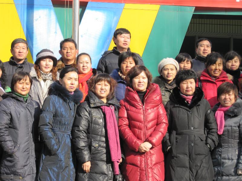 2010年12月24日,在县教育局的统一组织下,我园刘园长和侯园长去临盘镇一幼、二幼参观学习,两所幼儿园各具特色,其丰富的文化底蕴、精细化管理及环境创设等给我们留下了深刻印象。
