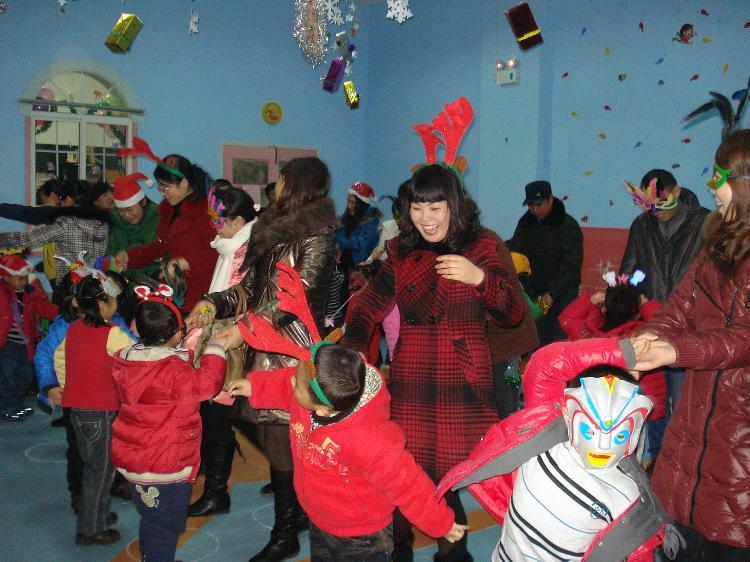 2010年嘉年华圣诞化妆舞会图片
