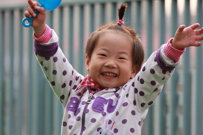每个爱弥儿的孩子,都有这样可爱的笑脸,祝他们快乐,健康