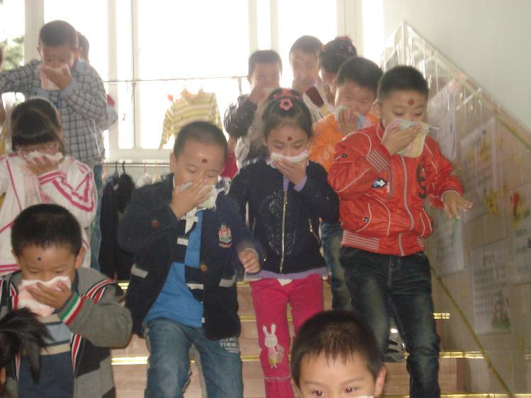幼儿园举行安全消防演练活动!-常熟市报慈幼儿园