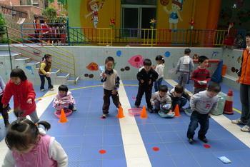 幼儿园投掷游戏教案有图例