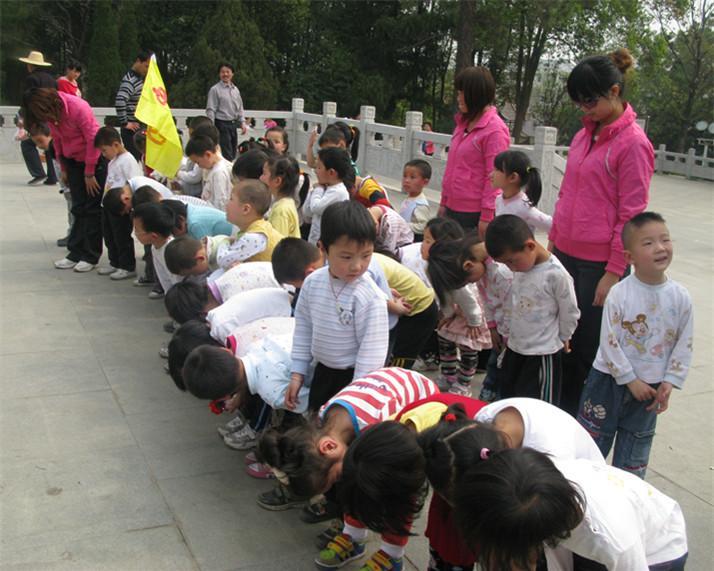 麻城市幼儿园举行中大班远足春游活动