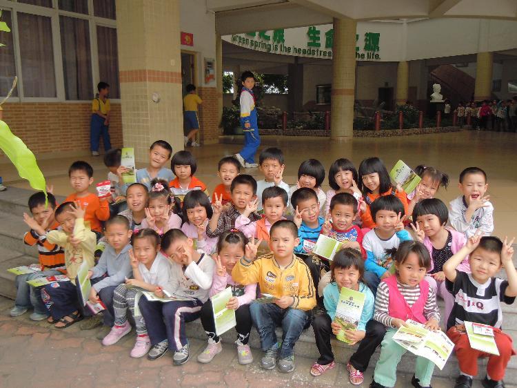我园组织大班小朋友参观真光中英文小学
