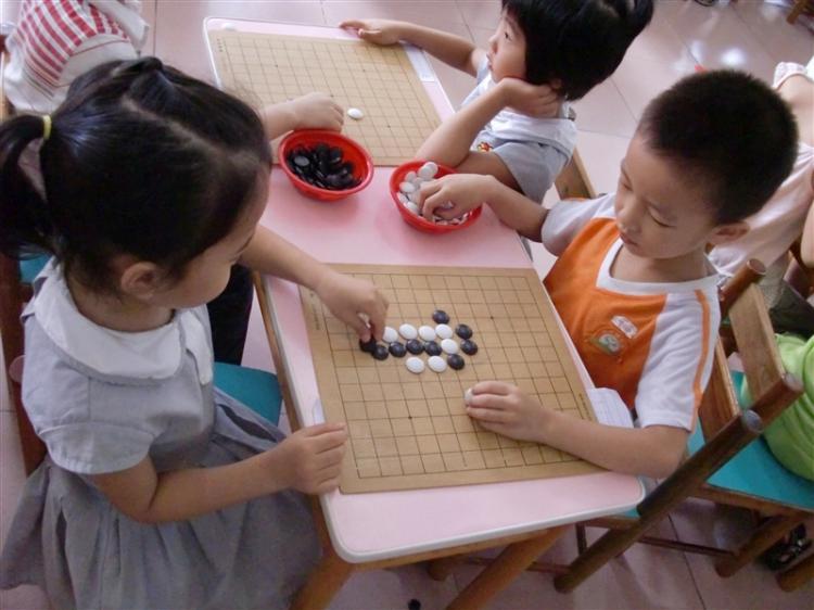 济川幼儿园举行幼儿围棋比赛图片