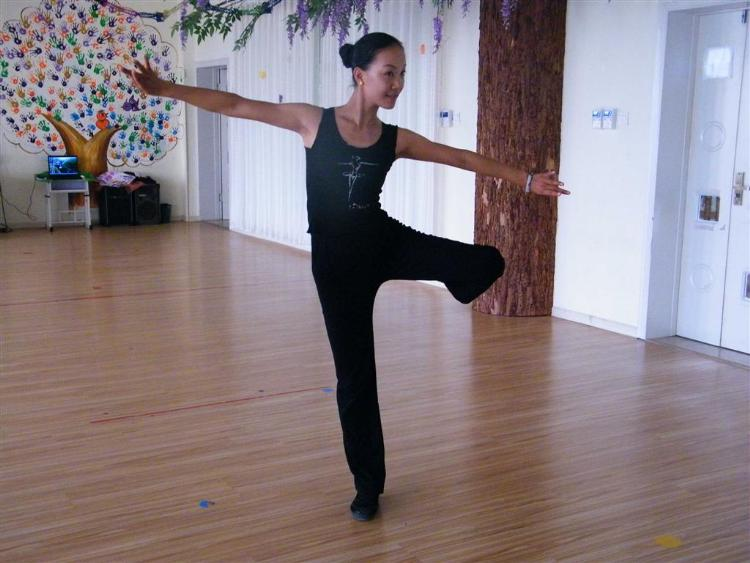 我园开设儿童形体训练,韵律操,儿童舞蹈基本功,民族舞蹈,舞蹈小组合