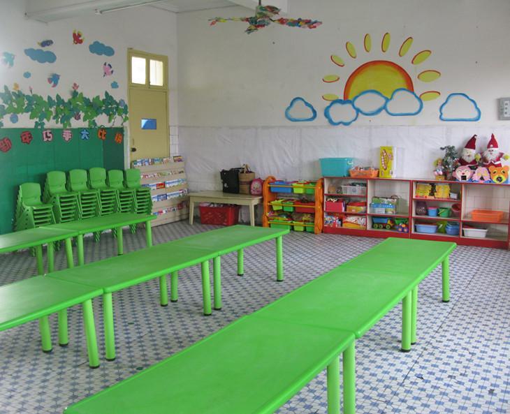 整洁一新的教室图片