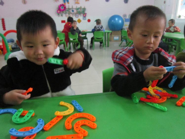 月亮小班区角游戏-广州市海珠区东晓维多利亚幼儿园