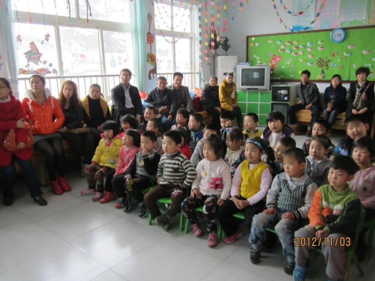 幼儿园老生班家长会-定远县粮食局幼儿园