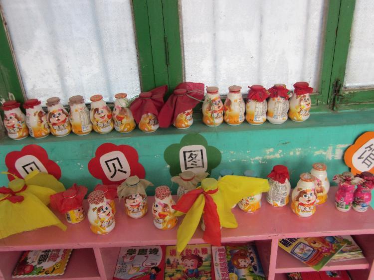 为美化幼儿园室内环境