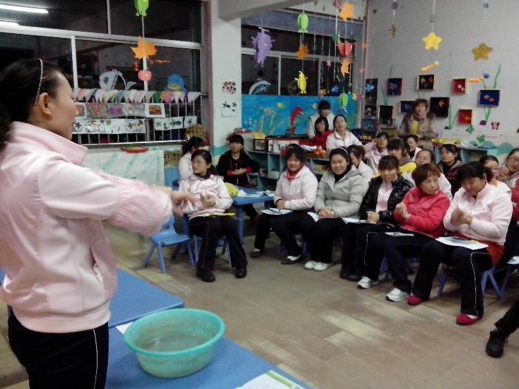 附小幼儿园开展卫生保健知识培训