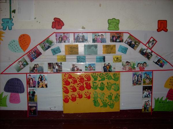 在活动室内,各班老师精心布置了温馨的区域环境,材料分类摆放有序