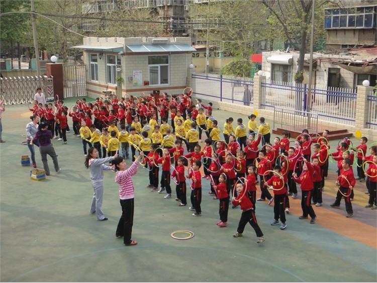 肏2_石家庄市第二幼儿园开展幼儿操节展示活动