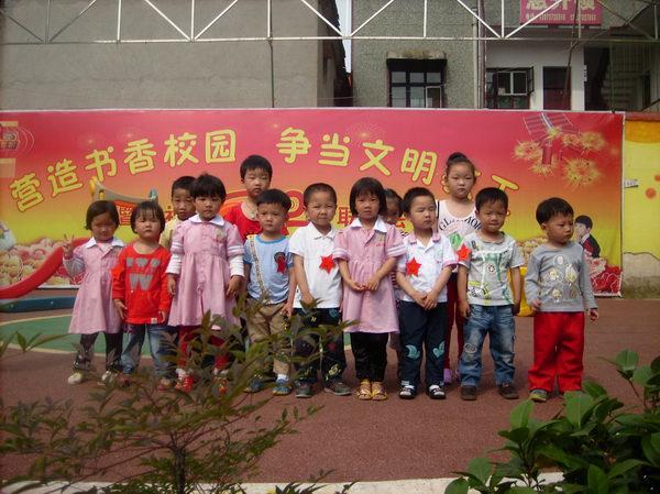 市幼儿园第十八周明星宝宝 ,给力宝宝与升旗手